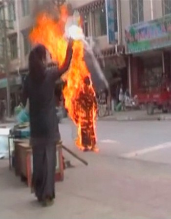 Тибетски монах се самозапали в Китай