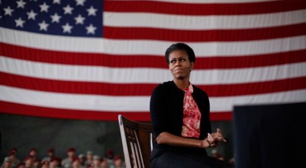 И Мишел Обама в Туитър. Агитира за съпруга си