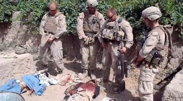 Разпознаха двама от US войниците, гаврили се с мъртви талибани
