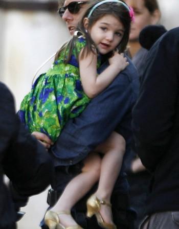Том Круз и Кейти Холмс обличат най-стилно отрочето си
