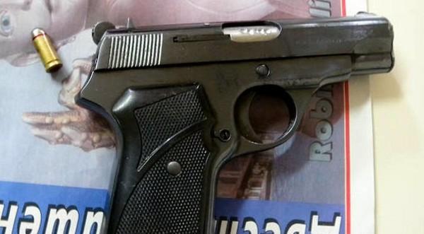 Криминално проявен - с 3 оръжия от МВР