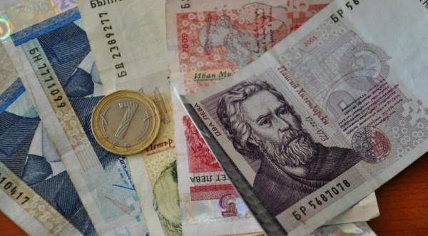 Българинът скътал още 768 млн. лв през декември