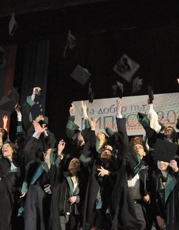 90 млн. лева дава МОН за стажове на гимназисти и студенти
