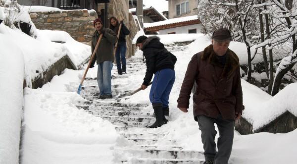 Близо 11 000 без ток в Западна България