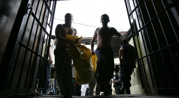 Стотици жертви при пожар в затвор в Хондурас