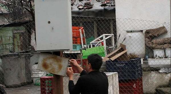 Роми броят до 100 лева за незаконен ток