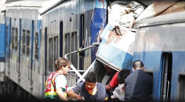Най-малко 49 загинали във влакова катастрофа в Буенос Айрес