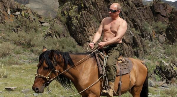 От Путин Супермен до св. Путин има само една крачка