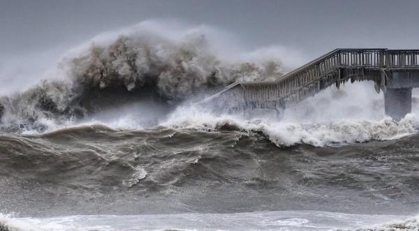 Фекални води се изливат в морето при Равда