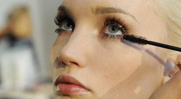 Половината от жените са развили зависимост към козметиката