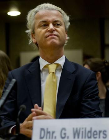 Холандският кабинет отказва да осъди антиимигрантския сайт