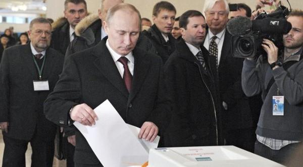 Путин изпусна бюлетината си от вълнение