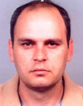 Полицията издирва криминално проявен мъж