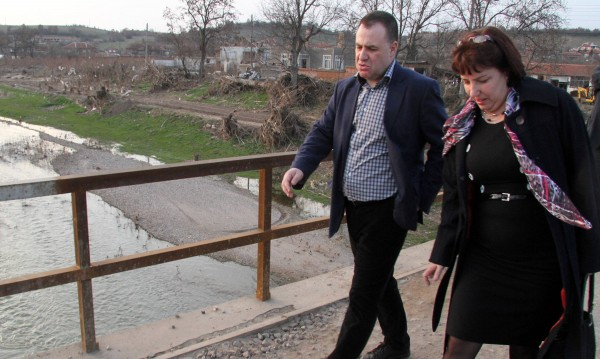 Обезщетяват на 100% наводнените земи в Бисер