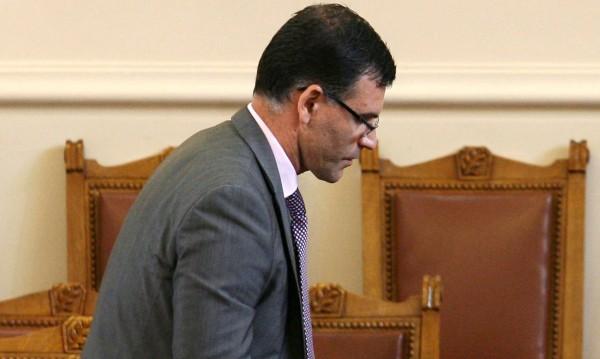 Премиерът пак го няма, Дянков представи новите