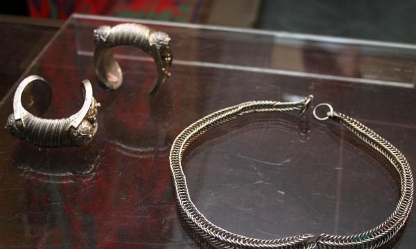 Арестуваха три момчета, крали сребърни бижута в Джебел