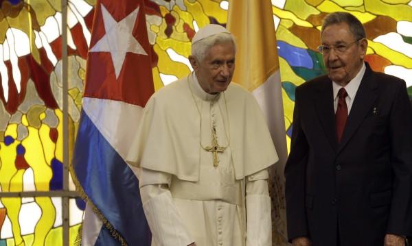 Папата се срещна с Раул Кастро
