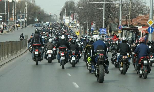 Брюксел се захваща с мотористите