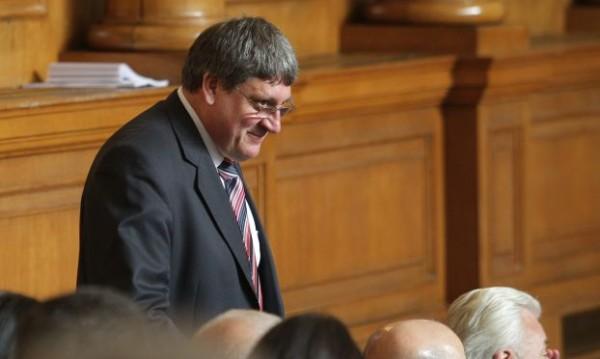 Трима нови депутати влизат в парламента