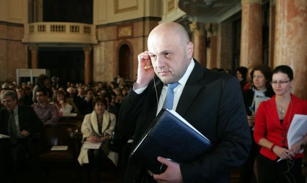 Да не харчим средствата от ЕС в една посока, призова Дончев