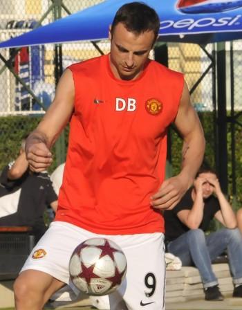 Бербатов регистрира футболната си академия