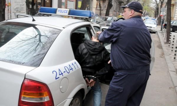 Задържаха иранец с еврозаповед за арест в Добрич