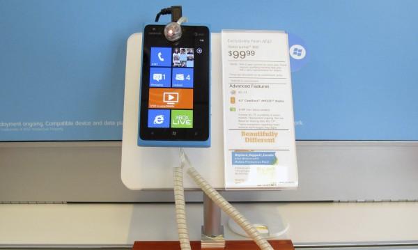 Nokia продължава да затъва