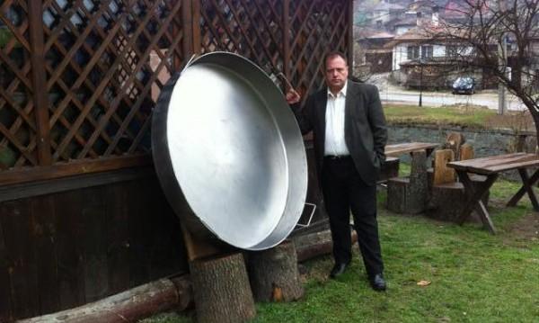 "Копривщица атакува ""Гинес"" с огромен тиган"