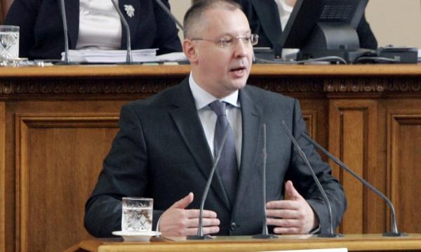 Борисов режисира фарс в НС, убеден е Станишев