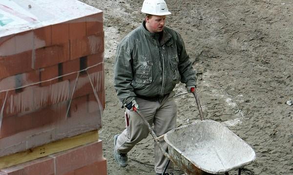 Еврокомисията дири обяснения за българските работници