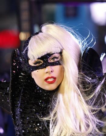 Гага с еротично бельо на турне, за да съблазнява гаджето си онлайн