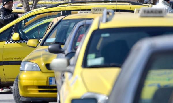 Над 100 таксиджии карат с отнети книжки из София