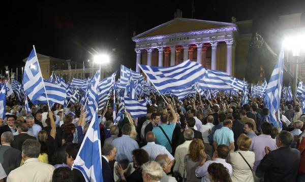 Кризата катурна властимащите в Атина