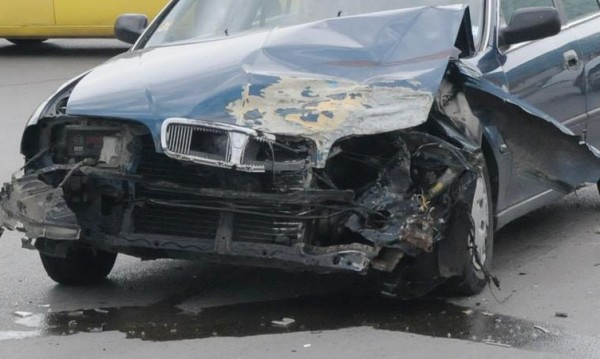 Двама загинали по пътищата на страната