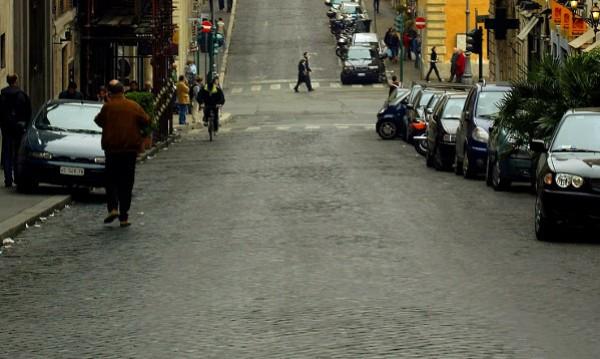 """ЕК критикува италианци за """"етнически тарифи"""" гражданска отговорност за българи"""