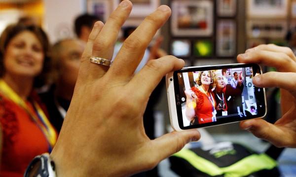 САЩ блокираха вноса на смартфони на HTC