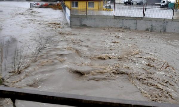 Червен код за опасност от наводнения на река Марица при Харманли