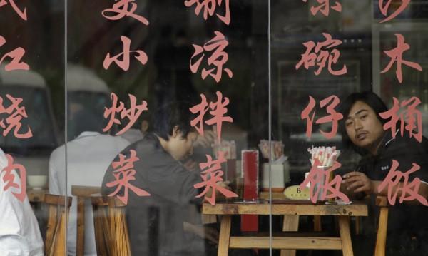 Китайски ресторант глобява клиенти за върната храна