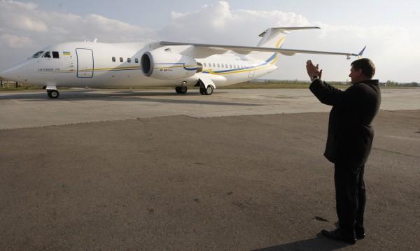 Руски военен самолет се запали при аварийно кацане в Чехия