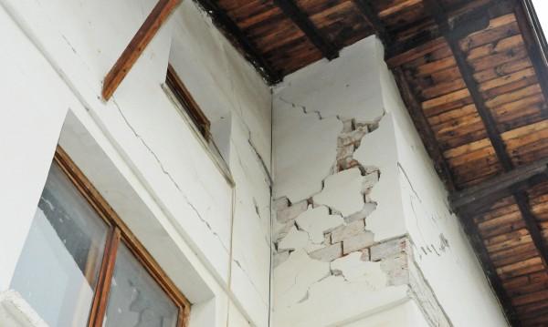 Трусът свършил работата на ДНСК, гътнал незаконни постройки