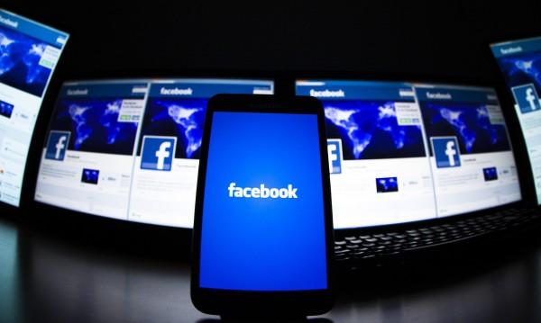 Facebook разработва първия си мобилен телефон?