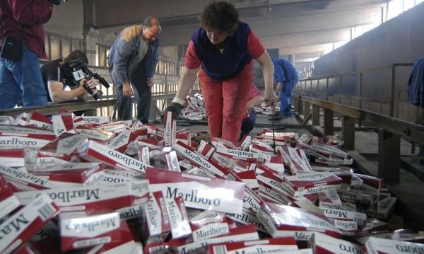 """Спецоперация """"Пушачите"""" разби склад за цигари"""