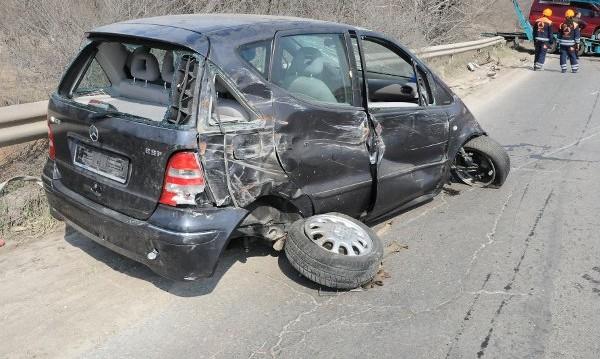 Двама души са загинали в катастрофи през денонощието