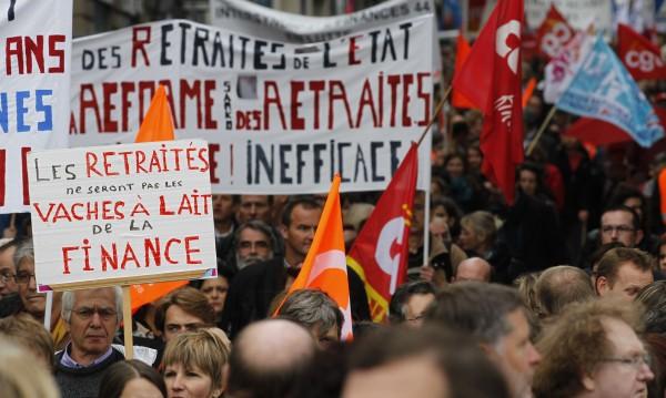 Франция върна пенсионирането на 60 години за някои служители