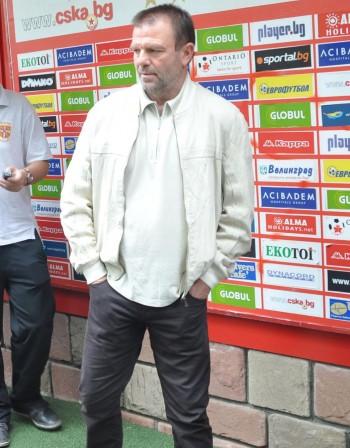 Стойчо Младенов остава треньор на ЦСКА