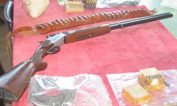 Мъж стреля с пушка насред Банско