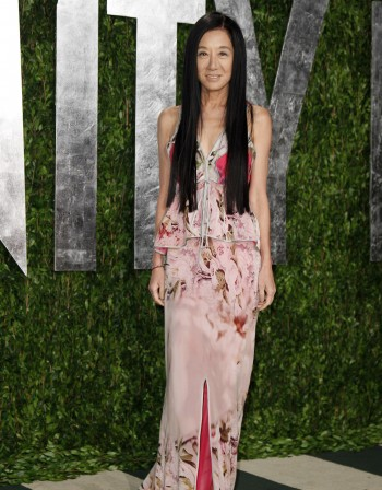 Вера Уанг живее с 27-годишен кънкьор
