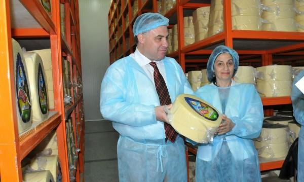 Борисов пуска данъчните на проверка за цените на млякото и месото