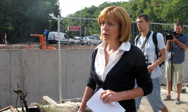 Фандъкова готова да облекчи процедурата за паркиране в центъра