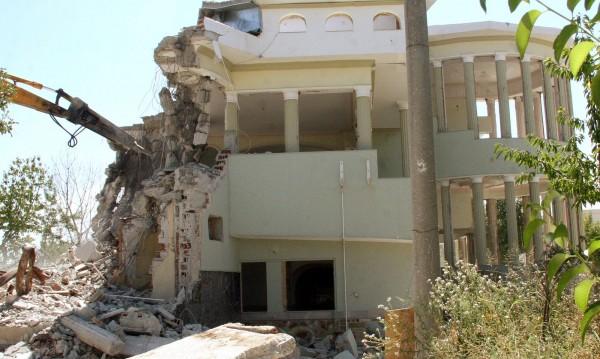 Багер срути най-големия палат на Цар Киро